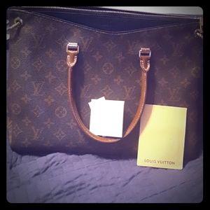 Louis Vuitton Ladies Arm bag.